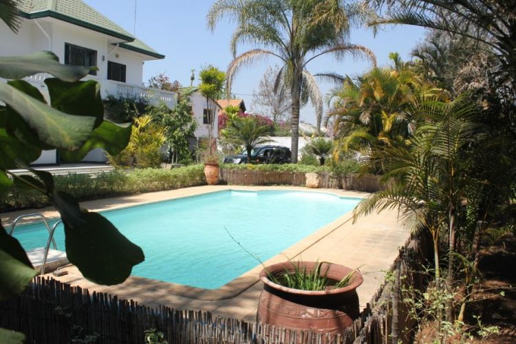 AMBATOBE – VILLA T6 AVEC GRAND JARDIN ARBORé  ET PISCINE – Réf : 2020-AOBV1000