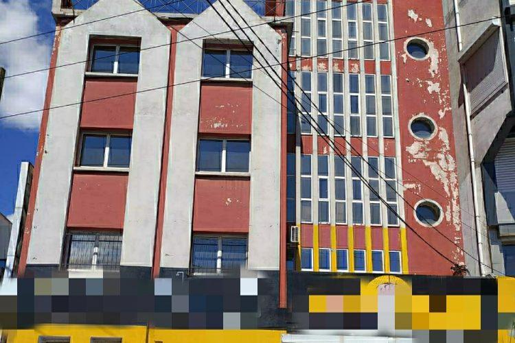 ANDRAHARO GRAND IMMEUBLE DE 600M² EN BAIE VITREE AU BORD DE LA ROUTE PRINCIPALE – Réf : 2021-ANDHLC001